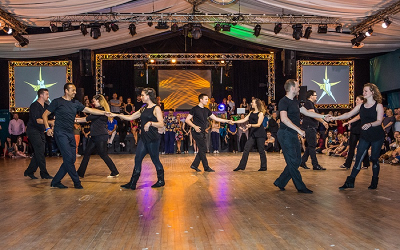 Explore a new side to yourself by learning to dance during holidays
